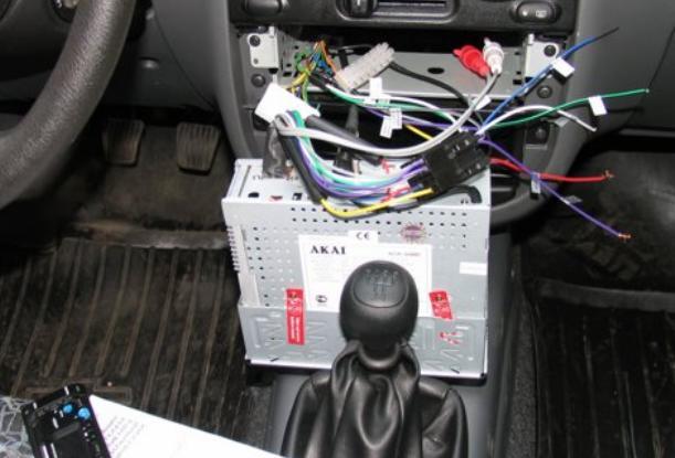 плохо ловит радио при включении зажигания
