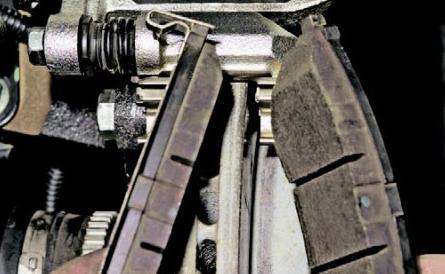 Видео замена задних тормозных колодок на шевроле лачетти