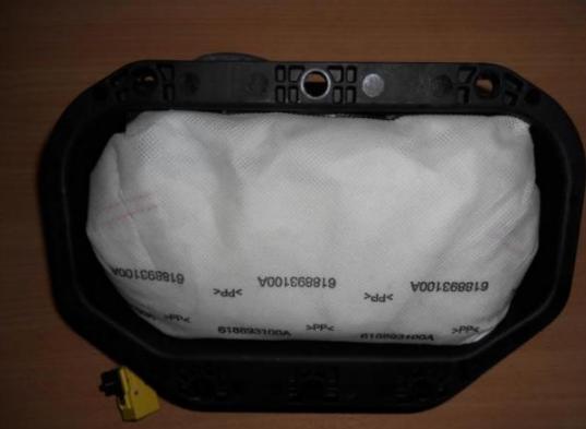 горит значок подушки безопасности: