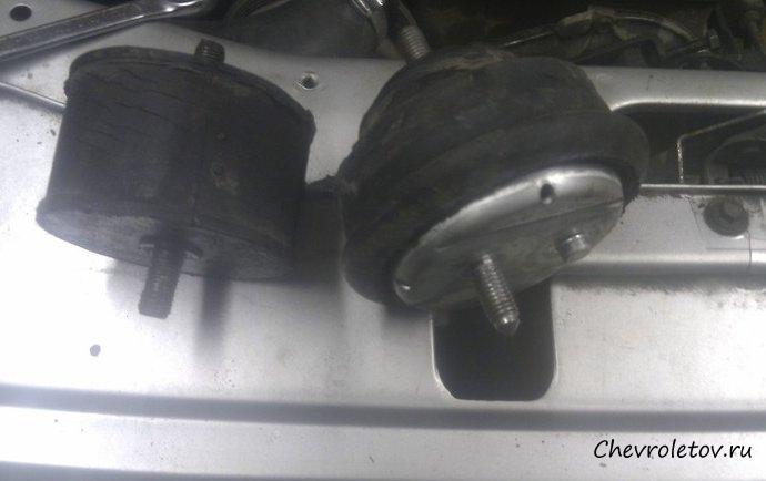 фото подушка двигателя нива